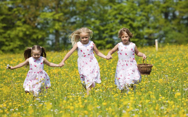 easter-girls